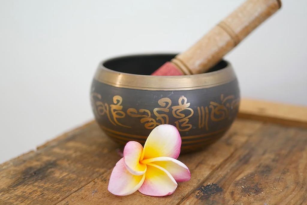 Meditation bowl, 5 W's of Reiki.